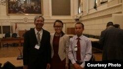 Từ trái sang phải: Ms. Nguyễn Mạnh Hùng, Nguyễn Quốc Trinh, Trương Minh Tam tại QH Canada.