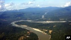缅甸北部克钦邦的伊洛瓦底江。密松水电站项目计划建在这条江上。(资料照片)