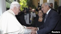 Pope Benedict XVI (L) shakes hands with Lebanon's President Michel Suleiman as he arrives at Baabda Presidential Palace near Beirut, September 15, 2012.