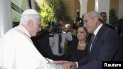 Papa Benedict Ariko Aramukanya na Prezida wa Libani, Michel Suleiman