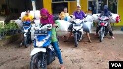 Ibu ibu pekerja sektor informal di Lampung yang juga akan terlindungi konvensi ini jika diratifikasi. (Foto:VOA/dok)