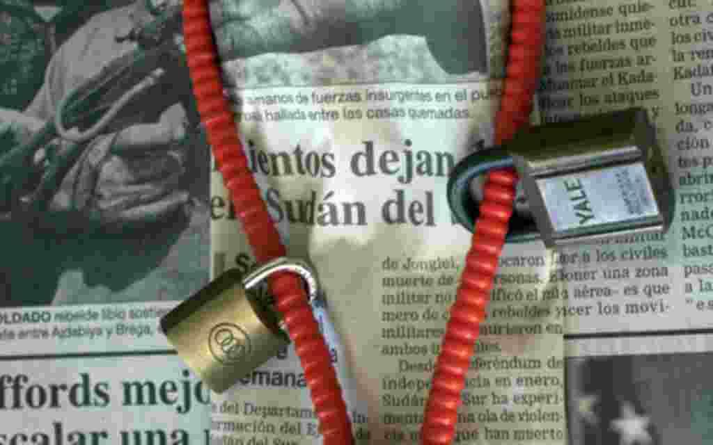 En algunas naciones como Cuba, el gobierno controla completamente la prensa y los medios de comunicación.