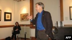 Профессор Стивен Коэн на презентации книги в Музее русского искусства в Джерси-Сити. На заднем плане – главный редактор и издатель журнала The Nation Катрина ванден Хувел.