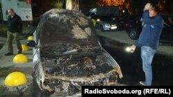 На фото: спалений автомобіль програми журналістських розслідувань «Схеми»