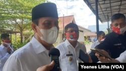 Kepala BNPT Komjen Boy Rafli Amar saat memberikan keterangan PERS kepada wartawan di Poso, Sulawesi Tengah, Rabu (12/8). (Foto: VOA/Yoanes Litha)