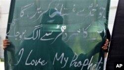 Meskipun demontrasi atas film anti-Islam di Srinagar, kota utama Kashmir, sempat mengakibatkan bentrokan dengan polisi, dan beberapa tempat lainnya, tindakan segera Pemerintah India atas penanyangan video itu di India berhasil mencegah meluasnya demonstra