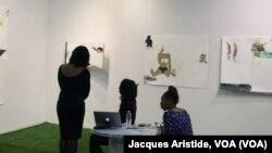 Les dessins et œuvres sur papier (galerie Mariane Ibrahim) de Ruby Onyinyechi Amanze, artiste d'origine nigériane