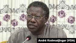 Mahamat Nour Ahmat Ibedou, secrétaires général de la CTDDH suspendu par une ordonnance judicaire, au Tchad, le 23 août 2020. (VOA/André Kodmadjingar)