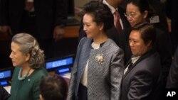 中国第一夫人彭丽媛到达联合国总部,出席全球妇女峰会(2015年9月27日)
