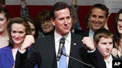 Ứng cử viên Rick Santorum nói chuyện với các ủng hộ viên