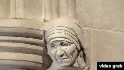 Escultura de Madre Teresa de Calcutá
