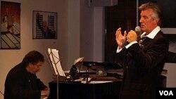 Su carrera en el mundo lírico le han permitido profundizar en las voces del tango.