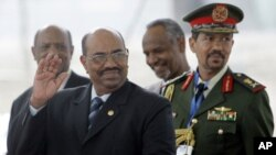 Sudanese President Omar Al-Bashir (left) is the subject of outstanding International Criminal Court arrest warrants.