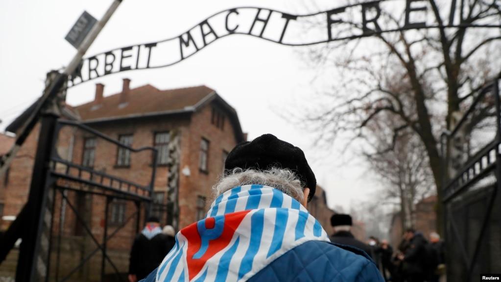 Входные ворота бывшего концлагеря Освенцим (Аушвиц), Польша. 27 января 2018 г.
