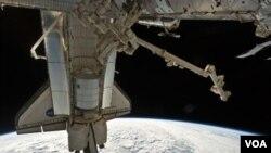 En el futuro se usarán cohetes rusos y privados para enviar astronautas y provisiones al espacio.