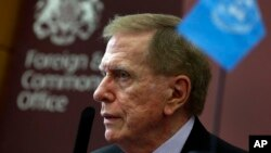 지난 2013년 영국 외교부 북한인권 청문회에 참석한 마이클 커비 유엔 북한인권조사위원장이 기자회견을 하고 있다.