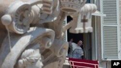 Durante el Angelus de este domingo 21 de julio en la plaza de San Pedro, el Papa se refirió sobre todo a su visita a Brasil y dejó su bendición a la multitud.