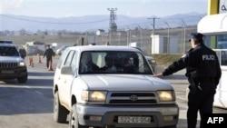 Kosovë, digjet makina e një polici serb
