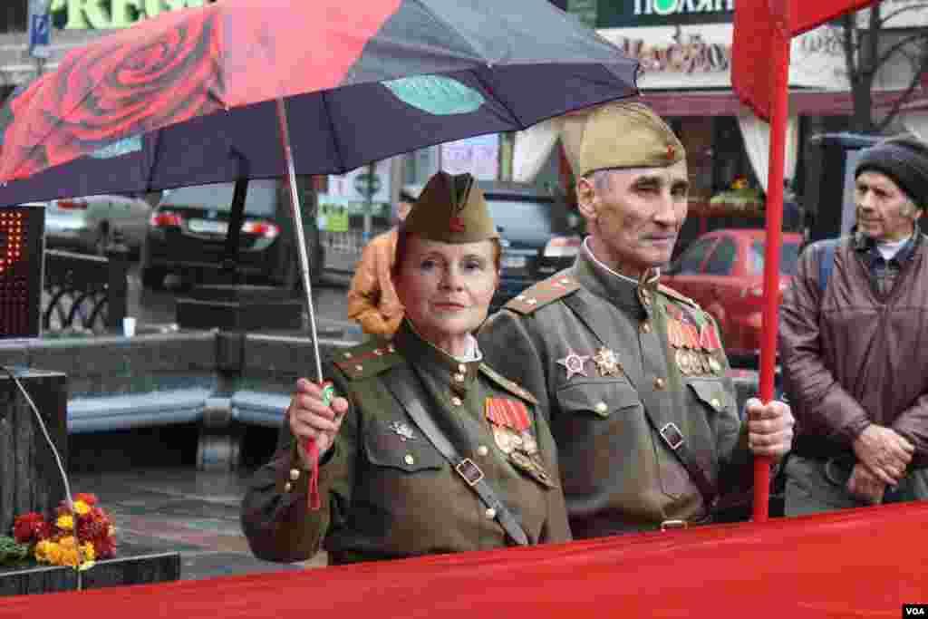 Украинские коммунисты вышли 14 октября на улицы, чтобы защитить от возможных провокаций памятник Владимиру Ленину