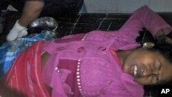 Người bị thương đang được điều trị tại một bệnh viện ở Kokrajhar, phía đông bắc bang Assam, Ấn Độ, ngày 23/12/2014.