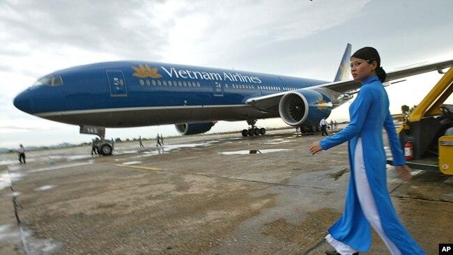 Nhân viên và máy bay của Hãng hàng không Vietnam Airlines