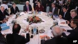 """Штайнмаєр разом з канцлером Анґелою Меркель працював у """"мінського"""" мирному процесі і не приховував розчарування російським колегою Сергієм Лавровим"""