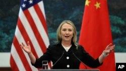 5일 중국 베이징에서 기자회견 중인 힐러리 클린턴 미 국무장관.