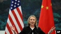 美國國務卿克林頓星期三在北京人民大會堂和中國外交部部長楊潔篪舉行的聯合記者招待會上發表講話