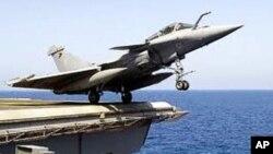 Caça francês Rafale, a descolar de um porta-aviões