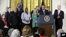 美国总统奥巴马星期二在白宫发表讲话,解释遏制枪支犯罪的新计划。