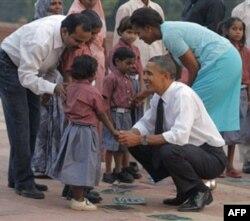 """Obama bu yurt ahliga samimiyat va mehmondo'stlik uchun rahmat aytib, """"aloqalarimiz mustahkam, tashrifdan maqsad – bu qalin rishtani yanada pishiqroq qilish edi"""", dedi."""