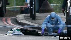 Londra'da Michael Adebolajo'nun bir askeri satırla öldürdüğü bildirilen alanda çalışan adli tabip uzmanı