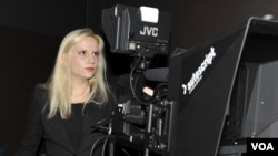 Anna Kark, a VOA Russian Service Intern, gets hands on experience using VOA film equipement. Photo: Sergei Moskalev