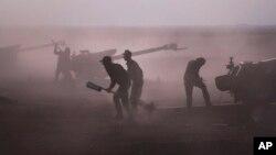 Pasukan pemerintah Suriah saat bertempur melawan pasukan pemberontak di kota Morek bulan lalu (foto: dok).