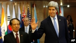 Госсекретарь США Джон Керри и Генеральный секретарь Ассоциации стран Юго-Восточной Азии Ле Лыонг Минь