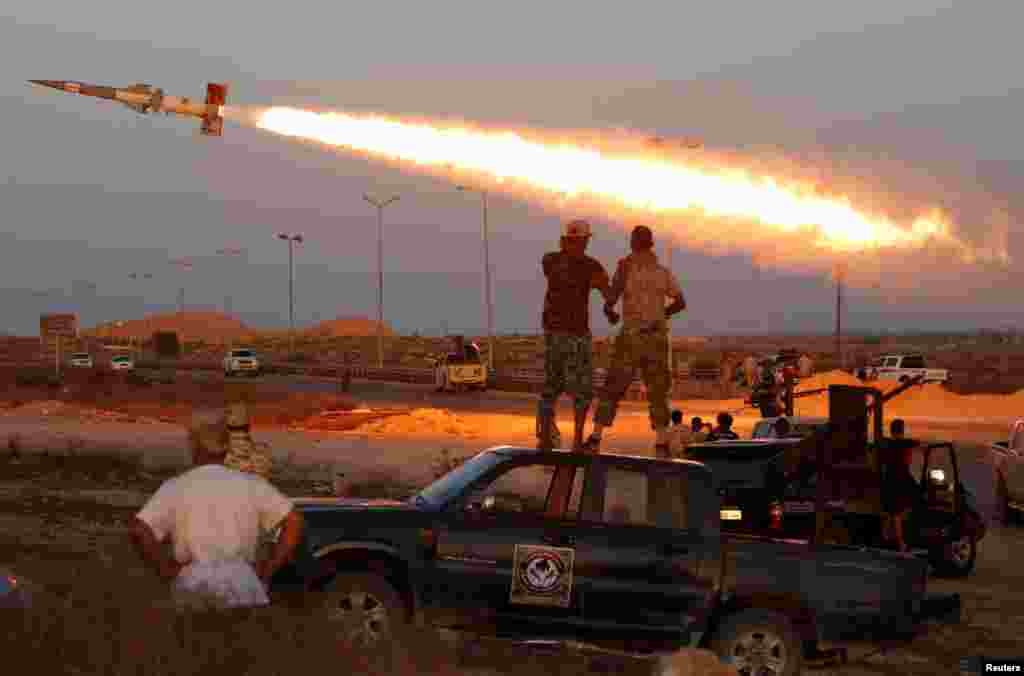Fighters of Libyan forces allied with the U.N.-backed government fire a rocket at Islamic State fighters in Sirte, August 4, 2016.