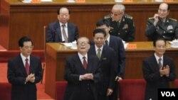 Depan, dari kiri: Presiden Hu Jintao, mantan Presiden Jiang Zemin dan PM Wen Jiabao menghadiri peringatan 100 Tahun Revolusi Xinhai di Beijing (9/10).