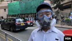 英皇書院中六學生鄭同學表示,參與抗爭預備會有犧牲,為香港下一代有自由及尊嚴去生活。(攝影: 美國之音湯惠芸)