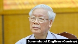 Tổng bí thư, Chủ tịch nước Nguyễn Phú Trọng lắng nghe ý kiến của cử tri. (Ảnh Ngọc Thắng, chụp từ màn hình Zing News)