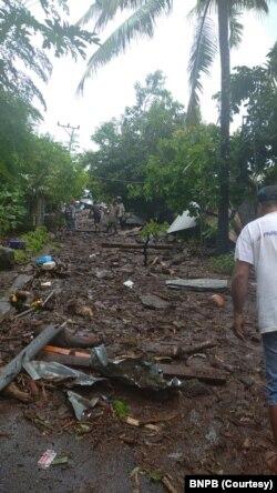 Sedikitnya 41 orang meninggal dunia, 9 luka-luka dan 27 lainnya hilang ketika banjir bandang menyapu empat desa di tiga kecamatan di kabupaten Flores Timur, NTT. (Foto: Courtesy/BNPB)