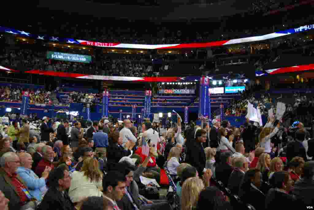 Delegates on the first night of the Republican National Convention, Tampa, Florida, August 28, 2012. (J. Featherly/VOA)
