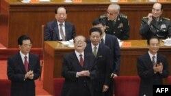 Chủ tịch Trung Quốc Hồ Cẩm Đào (trái), cựu Chủ tịch Giang Trạch Dân (giữa) và Thủ tướng Ôn Gia Bảo (phải) tham dự lễ kỷ niệm 100 năm cuộc Cách mạng Tân Hợi tại Sảnh đường Nhân dân ở Bắc Kinh, ngày 9/10/2011