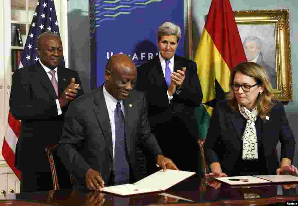 (L-R) Ghana President John Dramani Mahama, Ghana Finance Minister Seth Terkper, U.S. Secretary of State John Kerry and Dana Hyde, CEO of the Millennium Challenge Corporation (MCC), participate in the Ghana Compact Signing Ceremony at the State Department, Washington, DC, Aug. 5, 2014.
