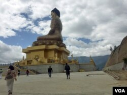 The construction of this towering Buddha statue atop the high mountains of the capital Thimpu, was completed last year and is the country's latest tourist highlight. (A. Pasricha/VOA)