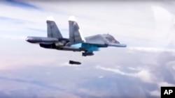 Foto de archivo de un bombardero Su-34 como los que despegaron de un aeródromo iraní para atacar en Siria.