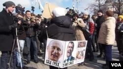 3月24日莫斯科反普京集會上的一名示威者 (美國之音白樺拍攝)