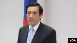 台湾国民党主席马英九在中常会上(美国之音申华拍摄)