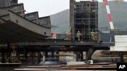 2011年9月15日大连郊区造船厂工人