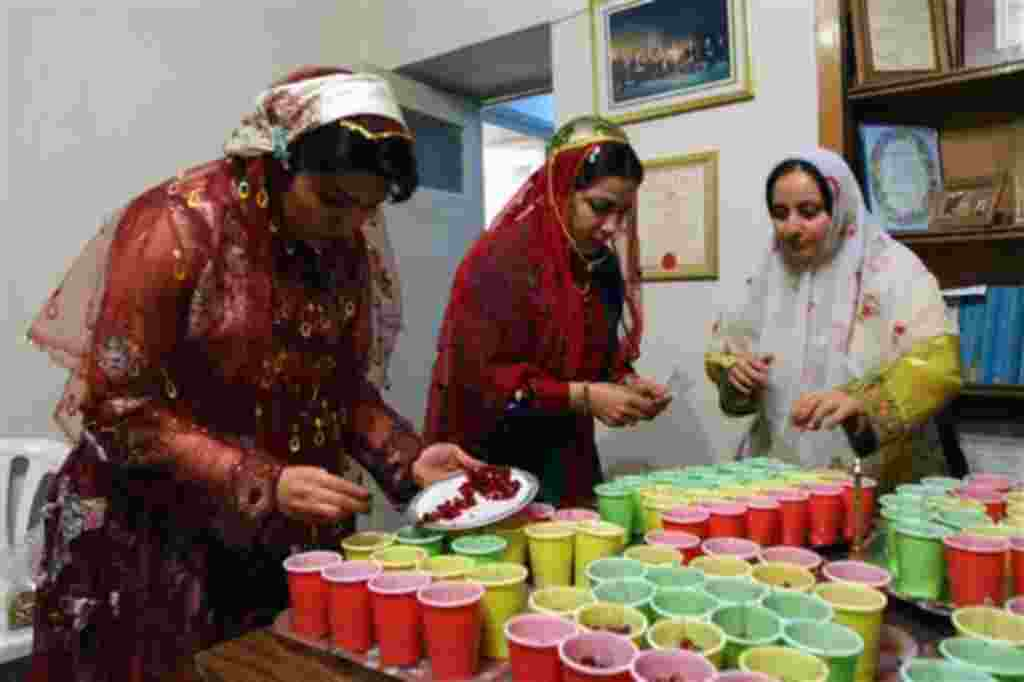Iranian women prepare Pomegranate to serve during a gathering celebrate Yalda the longest night of the year in Tehran, Saturday Dec. 20, 2008. Iranians recited poetry and shared stories and food Saturday in all-night celebrations of the longest night of t
