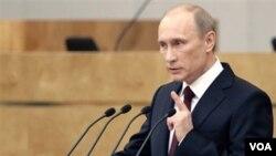 Perdana Menteri Rusia Vladimir Putin menyampaikan pidatonya kepada parlemen Rusia, Rabu (20/4).